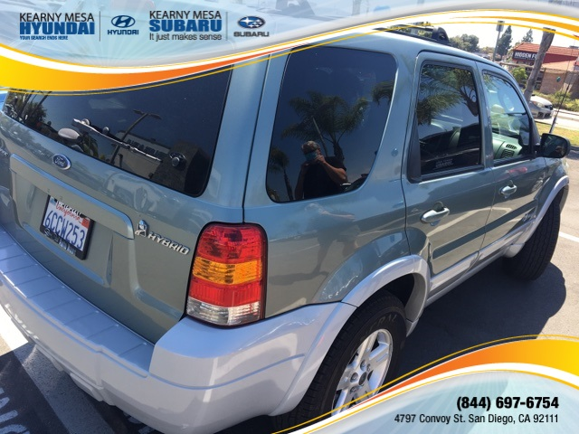 Pre-Owned 2005 Ford Escape Hybrid